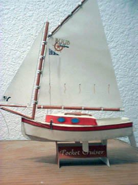 Paper model del velero Pocket Cruiser. Manualidades a Raudales.